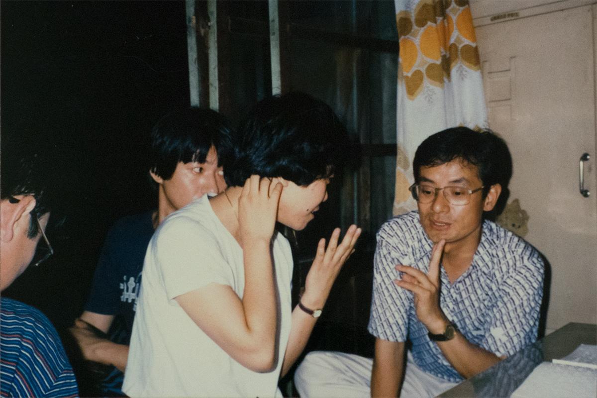 「絵解き研究会」代表の明治大学教授・林雅彦先生らと韓国のお寺を巡った時のワンシーン