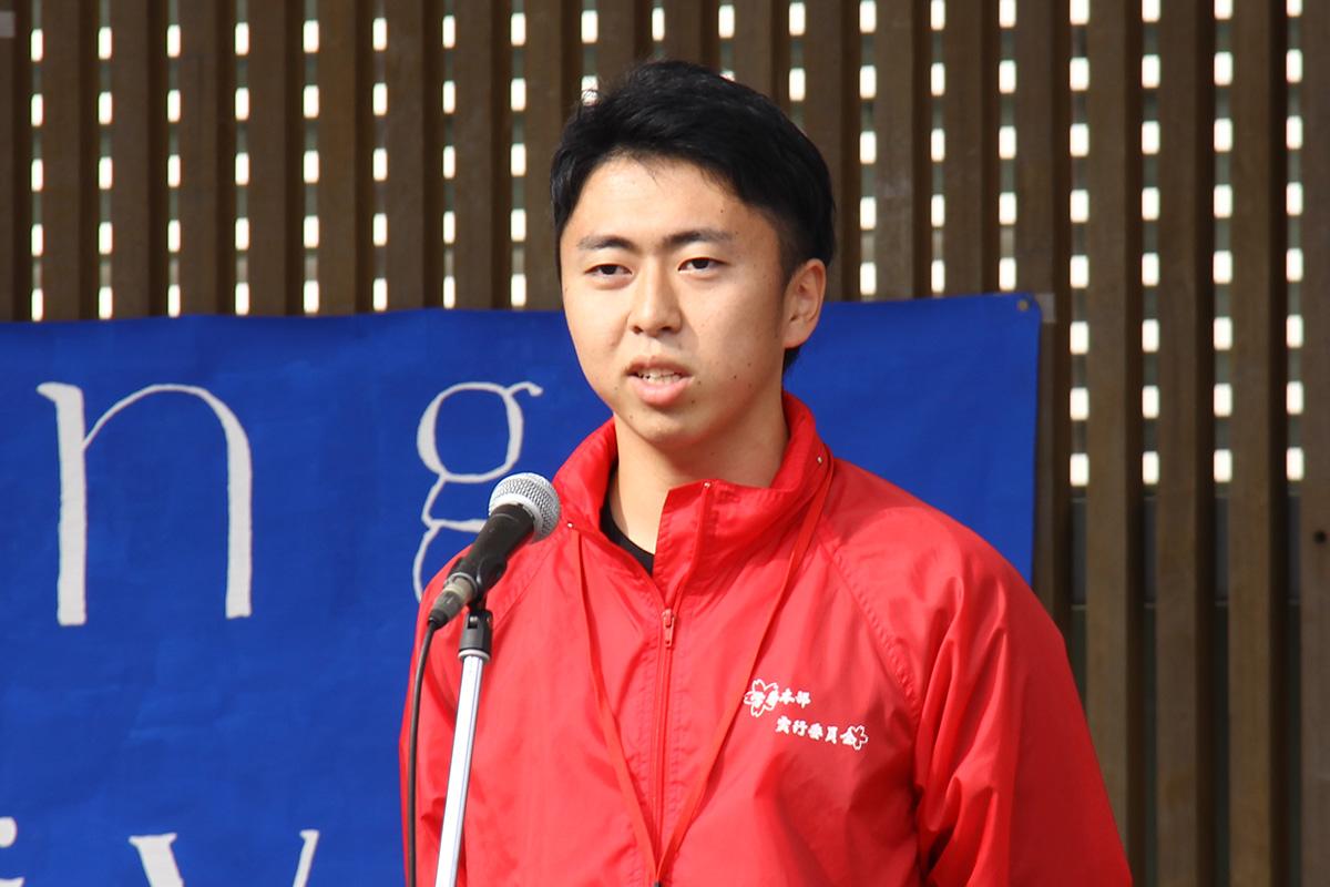 弘大祭実行委員会委員長の嘉瀬賢太郎さんからの挨拶