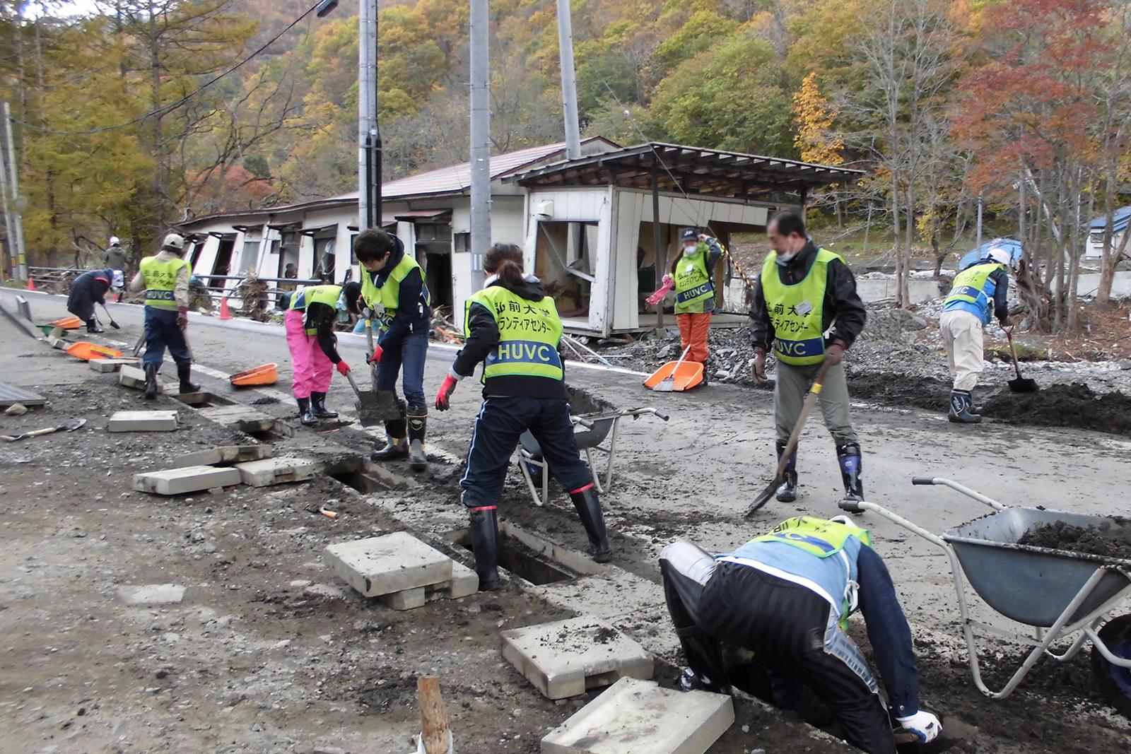 岩手県野田村でのボランティア活動の様子