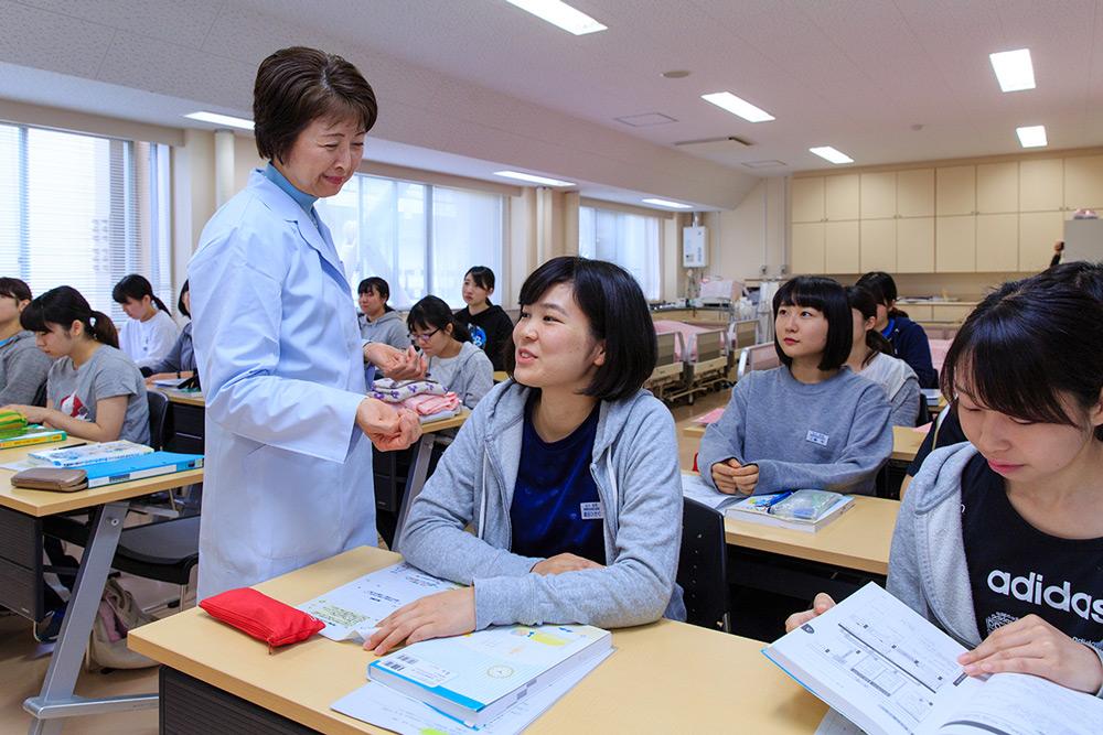 弘前大学 教育学部 養護教諭養成課程 授業風景