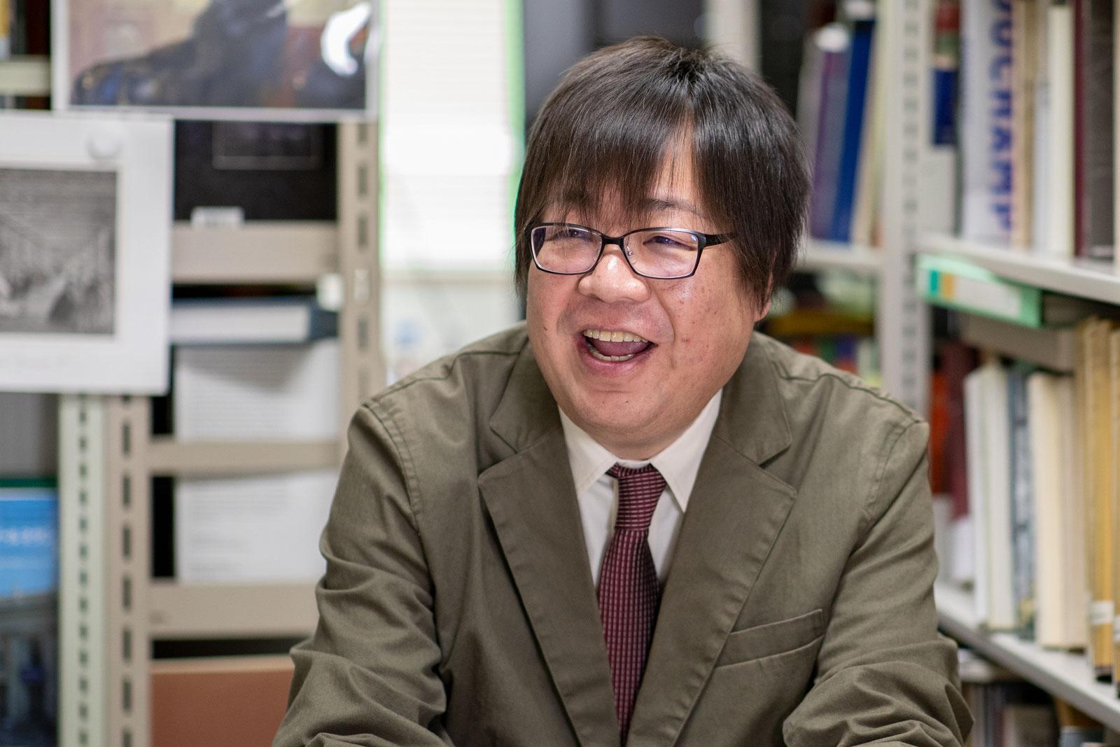 弘前大学資料館館長 足達薫教授
