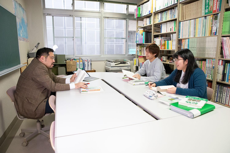 地域共創科学研究科 産業創成科学専攻 第1期生 手塚さんと田代さん