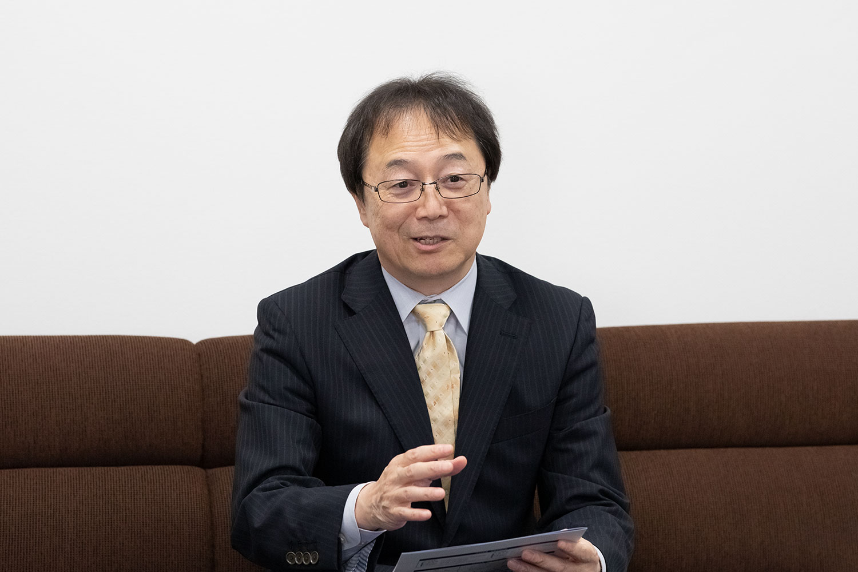 伊藤成治 理事(教育担当)・副学長