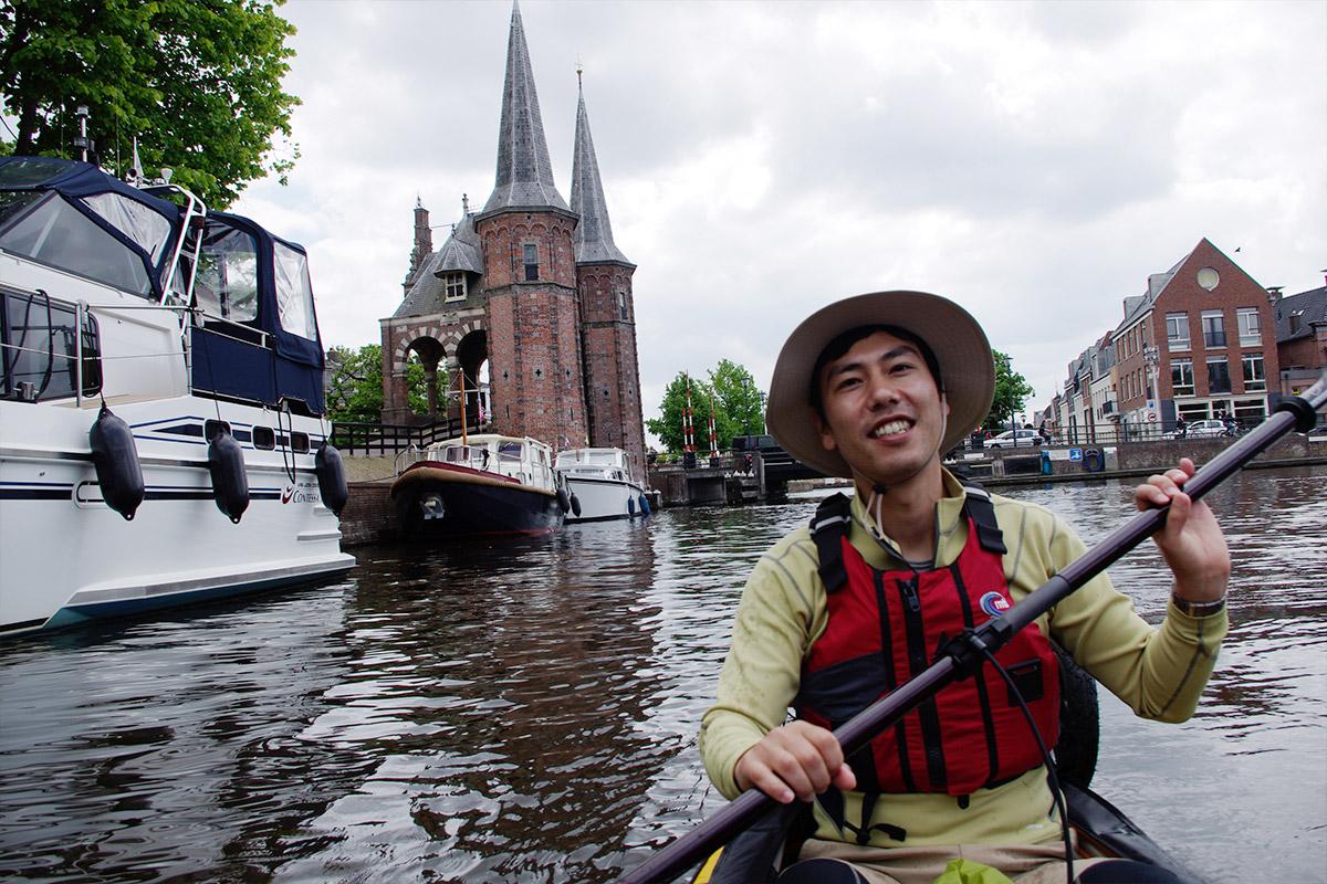 オランダの運河でカヤック